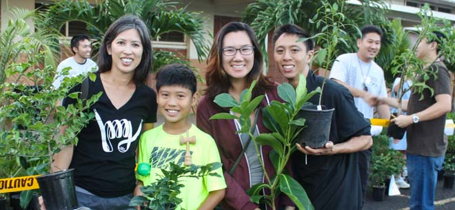Taking home trees at Arbor Day Hawaii